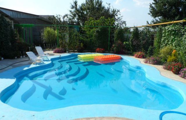 a_homebuilt_swimming_pool_thats_pretty_awesome_640_21